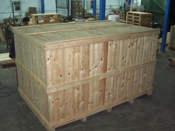 contenedor de madera transporte marítimo