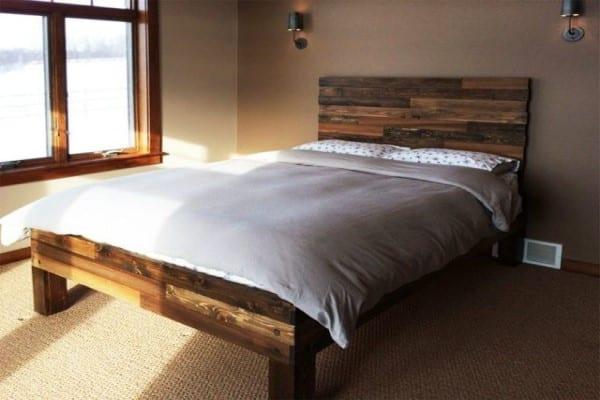 cama palets patas madera
