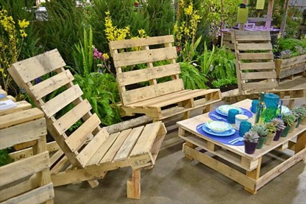 sillas de jardín con palets