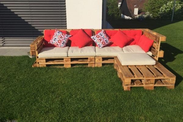 sofá con palets jardín
